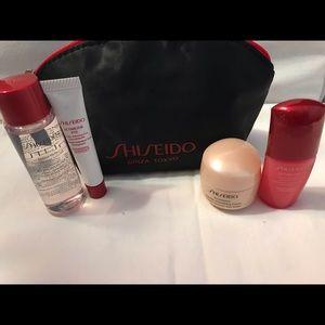 Shiseido skincare Women/Men 5 piece travel set